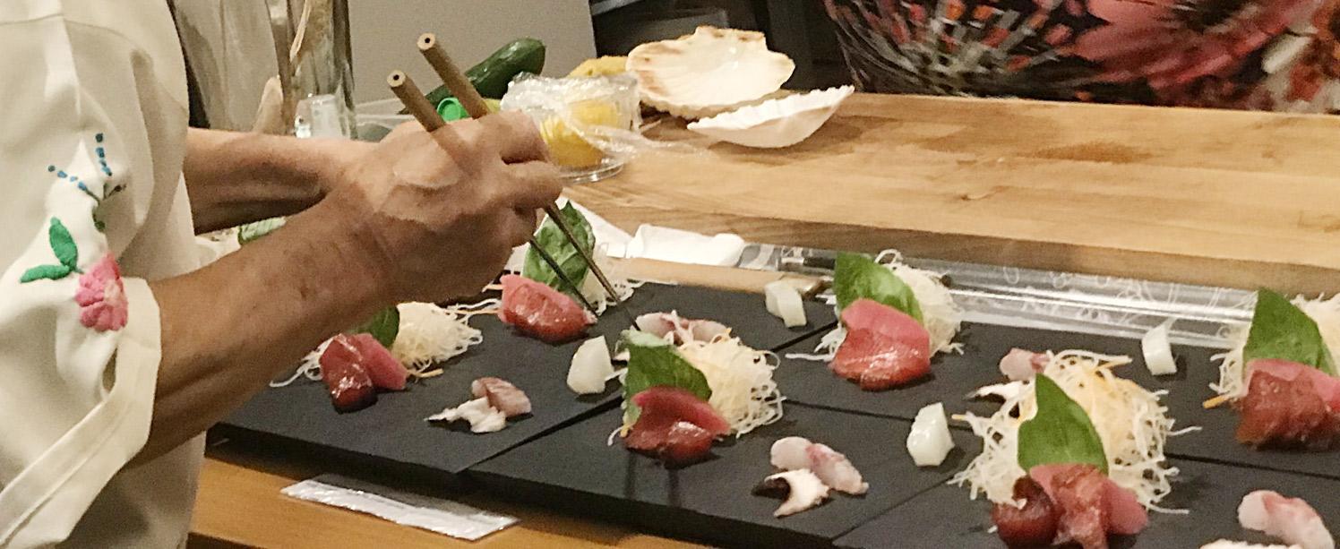 Japán szakács kését szívvel használja