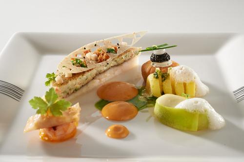 Rombuszhal tárkonyos homár-mousseline-nel, marinált gomba, lángos tokhalkaviárral, kétféle zöldséggarnírung, homársabayon